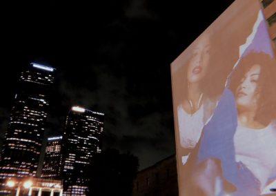 Fotógrafa Val Vega exhibe rostros boricuas en edificios de Los Ángeles [ENTREVISTA]